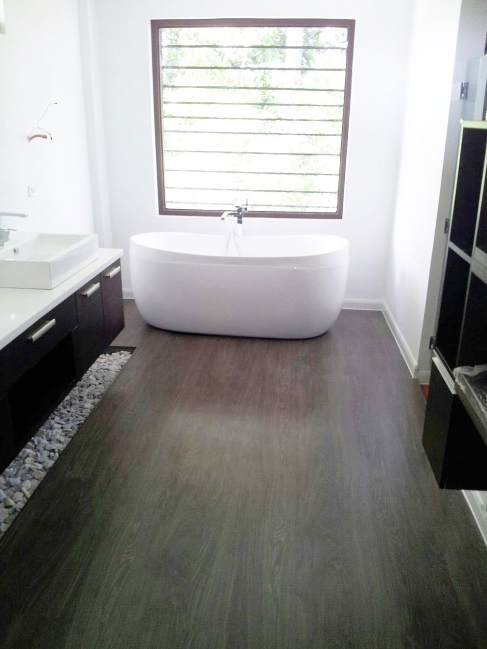 dumalfoor-waterproof-laminate-flooring-brushed-black-oak-2-order-at-buildinghubph-com