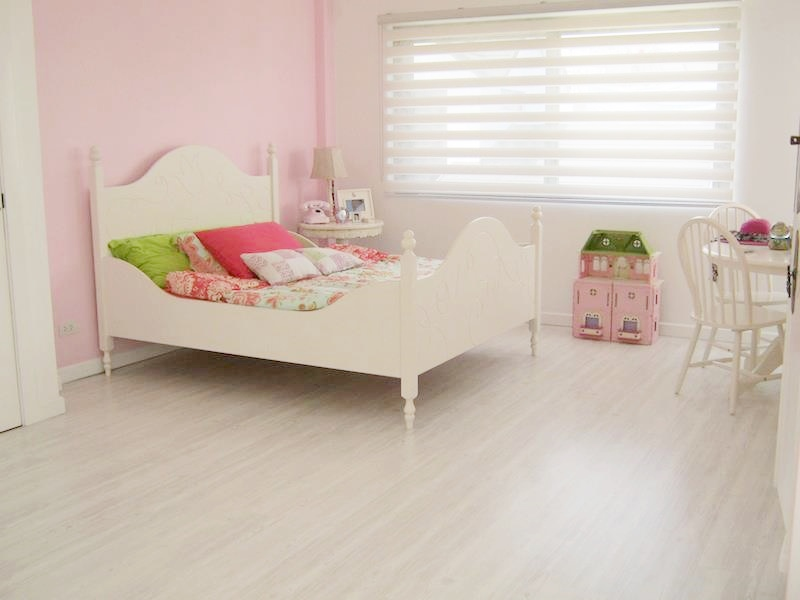 Dumafloor White Pine Laminate Flooring - Bed Flooring Project