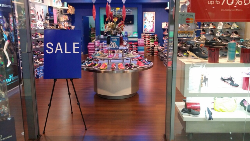 Enduro HDF Laminated Floor Retail Space Skechers